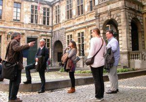 Stop tijdens tour van Walking in Antwerp aan het Conscienceplein