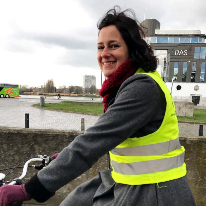 Gids Petra V op haar fiets